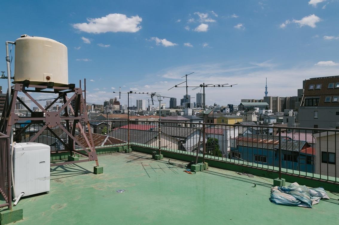 隅田川やスカイツリーが見渡せる屋上
