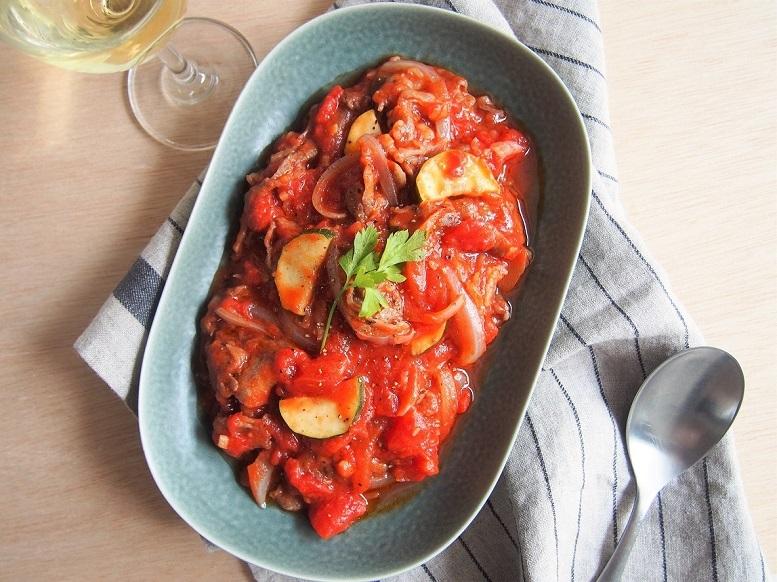 フライパンひとつで手軽に作れる、牛肉のトマト煮