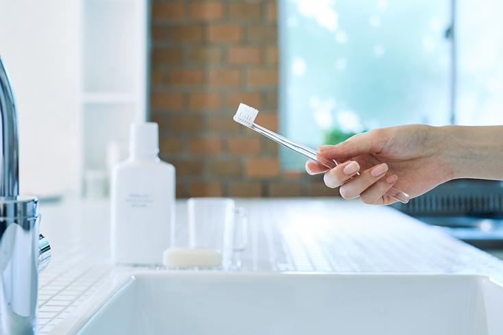 無印良品の「音波電動歯ブラシ」は、いつもの歯ブラシを電動にチェンジ