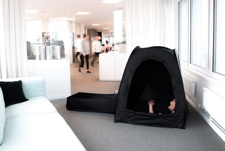 睡眠もできる個室空間。トートバッグサイズに収まるパーソナルポッド