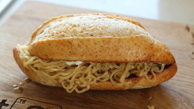 ラーメンサンドイッチ(焼きそばパン)