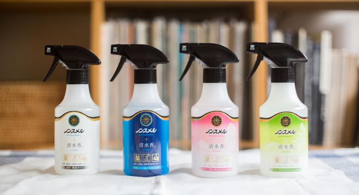 アルコールが高濃度に配合されているのが特長。スプレーすると、アルコール成分に生地の繊維にしみついたにおい物質を溶かし込み、におい物質と消臭成分をしっかり反応させることで、におい物質をにおわない物質へと変化させてくれる。これが『ノンスメル清水香』の消臭メカニズムだ。アルコール濃度が高いので、使用後のべたつきもなく、乾きが早いのはうれしいポイント。また、消臭と同時に除菌もしてくれるため、菌の増殖を抑えることで次なるにおいの発生も軽減される。