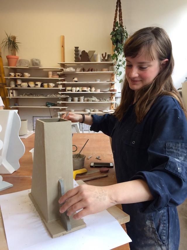 陶器作家であるAnna Beam
