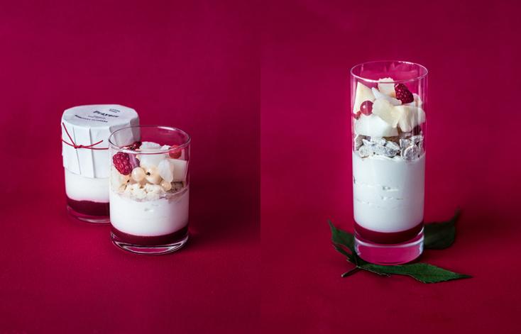 鮮やかな赤のベリーソースが敷かれたグラスに、桃のアイスクリームとフランボワーズのシャーベット、メロンやライチ、白スグリなどのフルーツがたっぷりと重なるグラススイーツ。インスタレーション「Prayers」に吊るす短冊が付き、願い事に合わせて五色の糸から色を選ぶことができる。ミニグラススイーツ650円「パレスホテル東京」 B1F ペストリーショップ「スイーツ&デリ」「Prayers」グラススイーツ 1,600円(税込・サービス料別) 「パレスホテル東京」1F ロビーラウンジ「ザ パレス ラウンジ」
