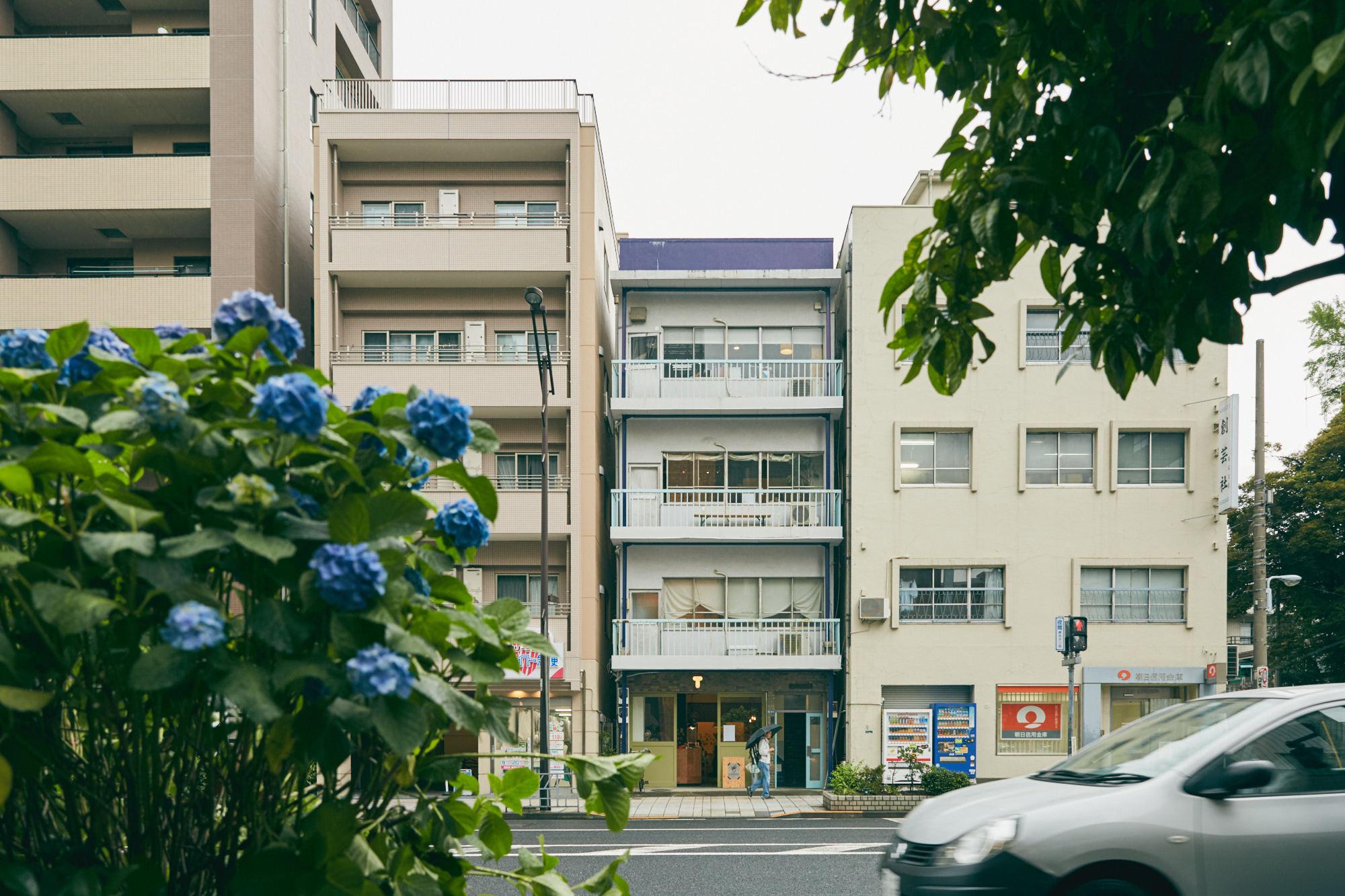 恵比須ビルに入る紅茶専門のおしゃれなカフェT