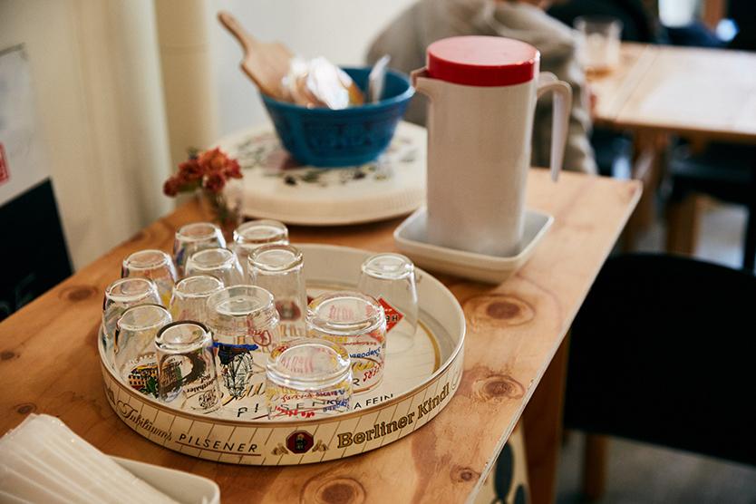 鳥越のかわいいおしゃれなカフェTにもドイツ雑貨や食器が並ぶ