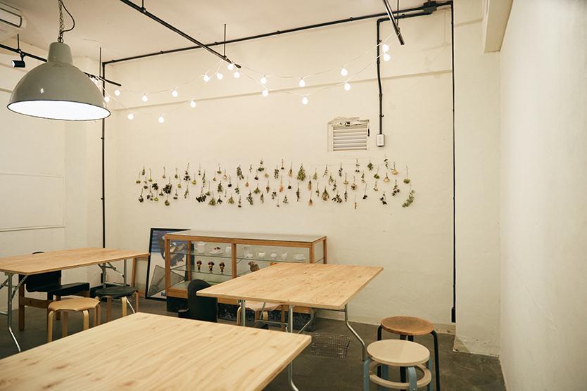 ギャラリースペースにもなる、鳥越のおしゃれなリノベーションカフェ