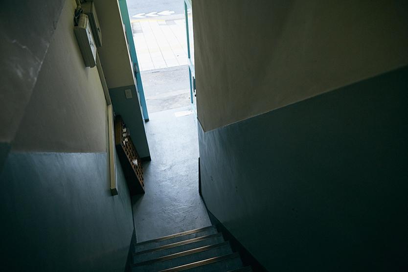 レトロな階段がいい、鳥越の恵比須ビル