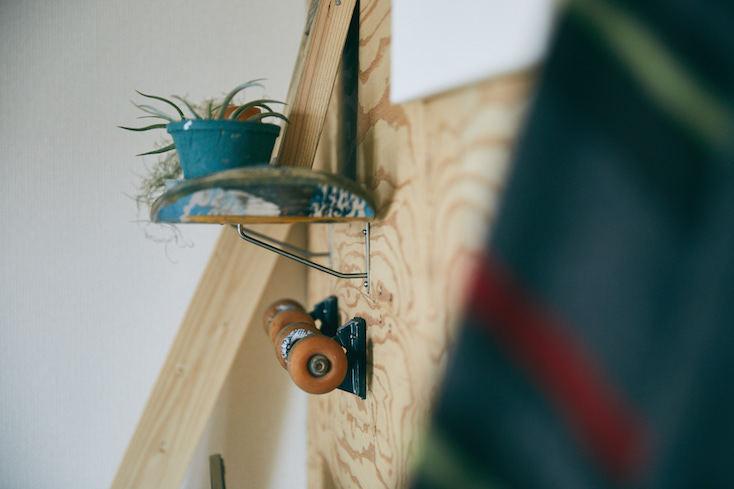 スケートボードを加工した収納をDIY