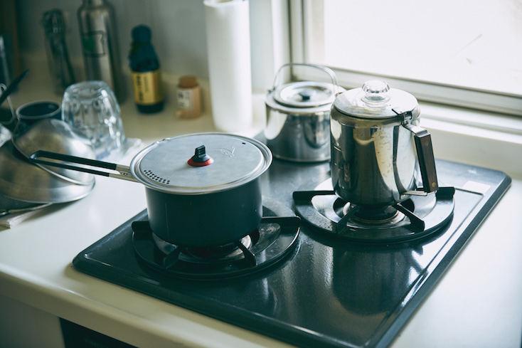 キッチン用品は、キャンプ道具を利用