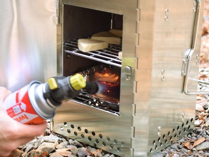 ひとつで火起こし、燻製器、オーブン、ストーブとして使える優れもの