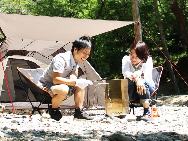 キャンプやバーベキューといったアウトドアには、火遊び好きの「カオルさん」を連れて行きたい