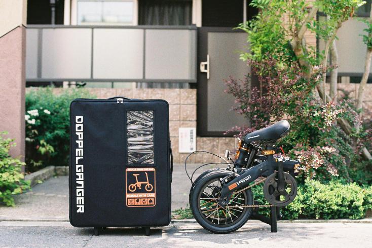 旅先でのサイクリングにおすすめ。付属のスーツケースで運べる折りたたみ自転車