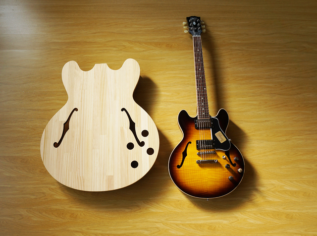有名ギターとそっくりな天板が魅力的な小さなギター型ちゃぶ台