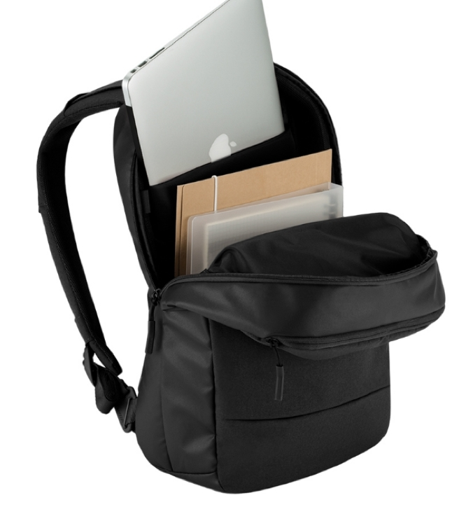 apple製品を持ち運べるCity Collection Backpack