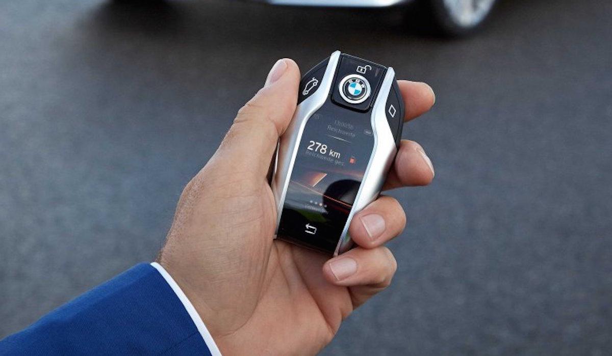 BMW 7シリーズ:フルカラーのタッチスクリーンを搭載