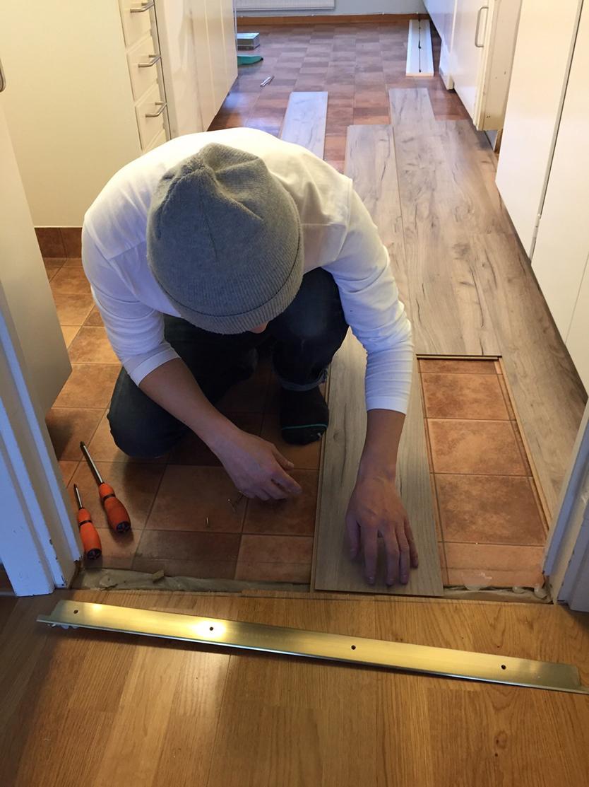 スウェーデンで床をDIYで張り替える