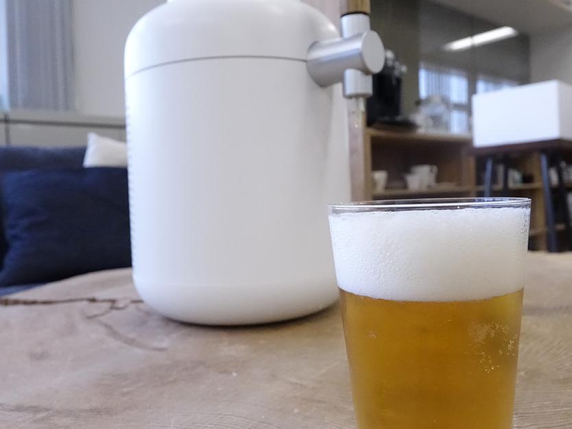 なめらかな生ビールの泡