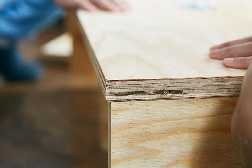 背板をつけるための隙間が、数mm開くのがDIYのポイント