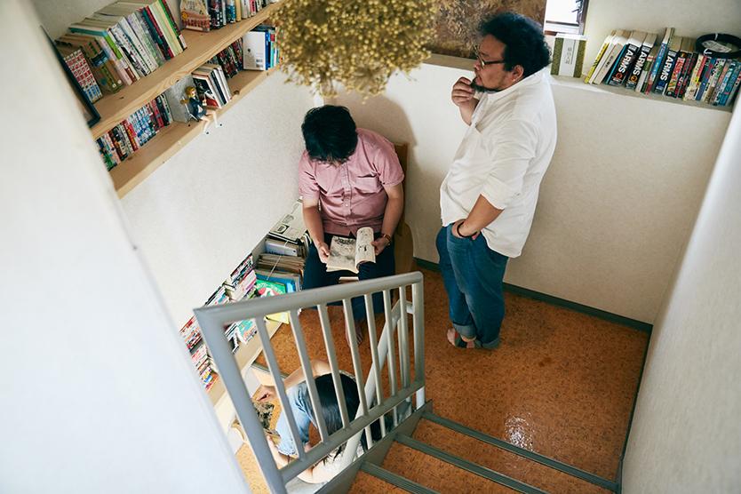 共用部に本棚を置いたシェアハウス