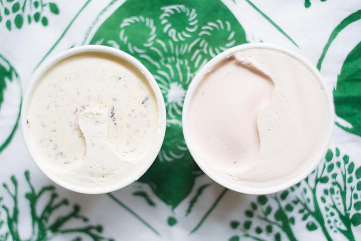 本格的な夏が到来! 溶けてしまいそうな毎日を乗り越えるため、ROOMIE編集部員が休憩中に食べたアイスをご紹介。夏はアイス。少しでも暑さを感じたらアイス。会社でも家でも、とにかくアイス。今回は、小さい頃は大人の食べものだと思っていた『ハーゲンダッツ』