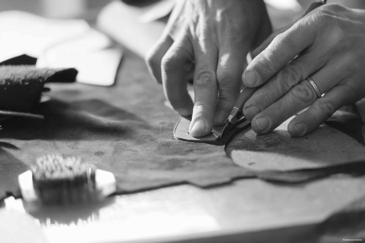 イタリア・マルケ州で何十年もの経験を持つ熟練した靴職人が、ひとつひとつ手づくりで靴を作ってくれるサービス