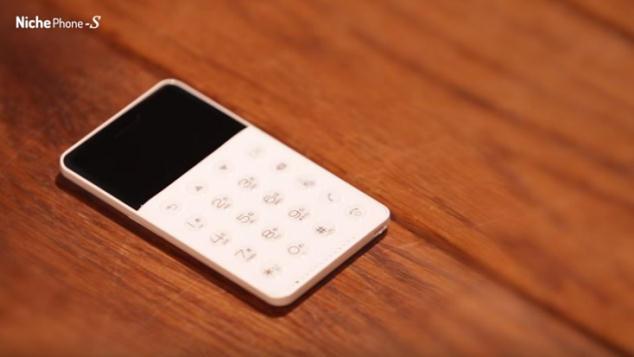 シンプルな機能に絞ったSIMフリー携帯電話「NichePhone-S」