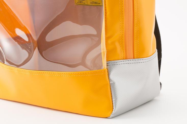 BAGWORKSのしごとのかばんから出た防災バッグ