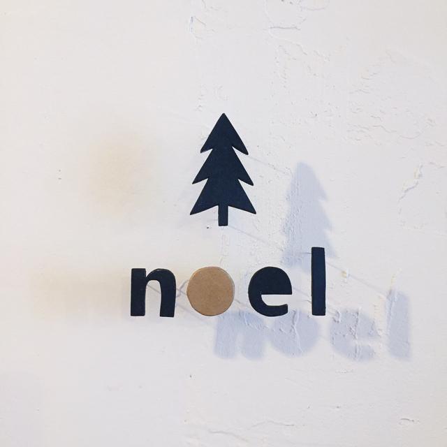 文字シルエットの木製インテリアピン