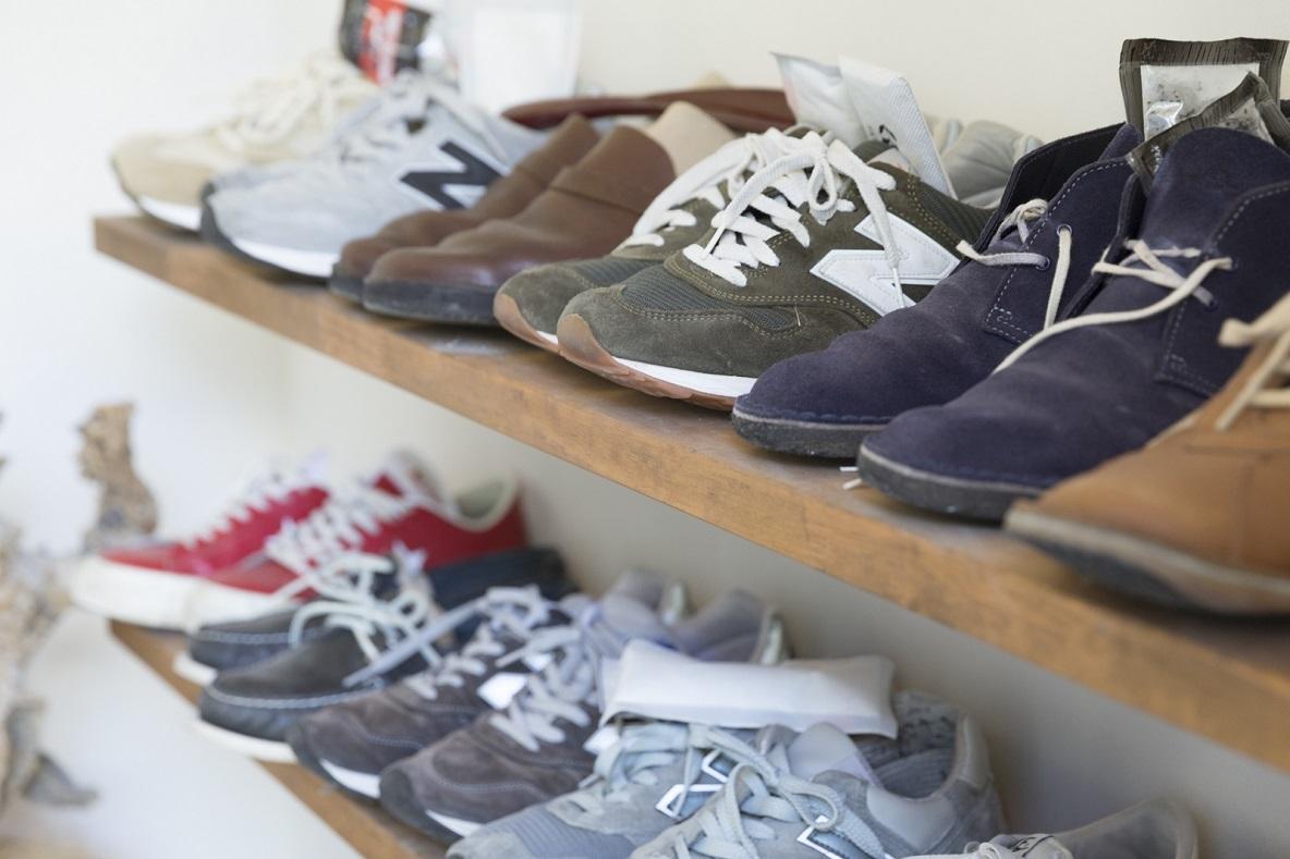 靴や遊び道具を置く玄関土間