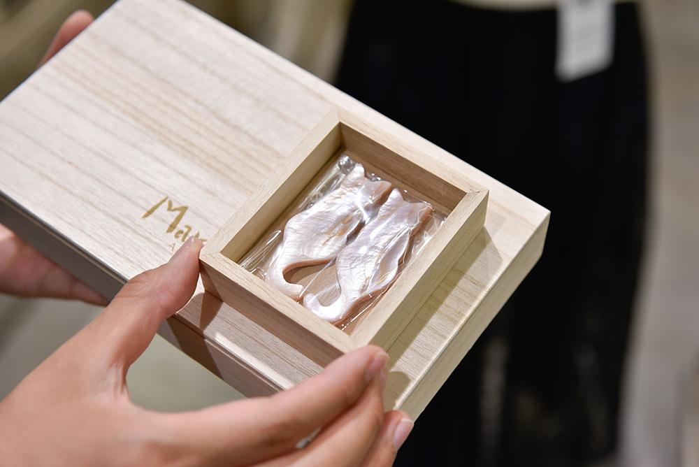 結婚祝いに最適な、ネコモチーフのMarusの箸置き兼小皿