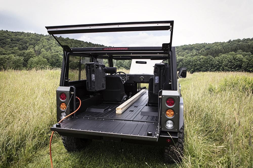 全輪駆動のAEDでの走行も可能なので、オフロードの走破も難なくこなせる