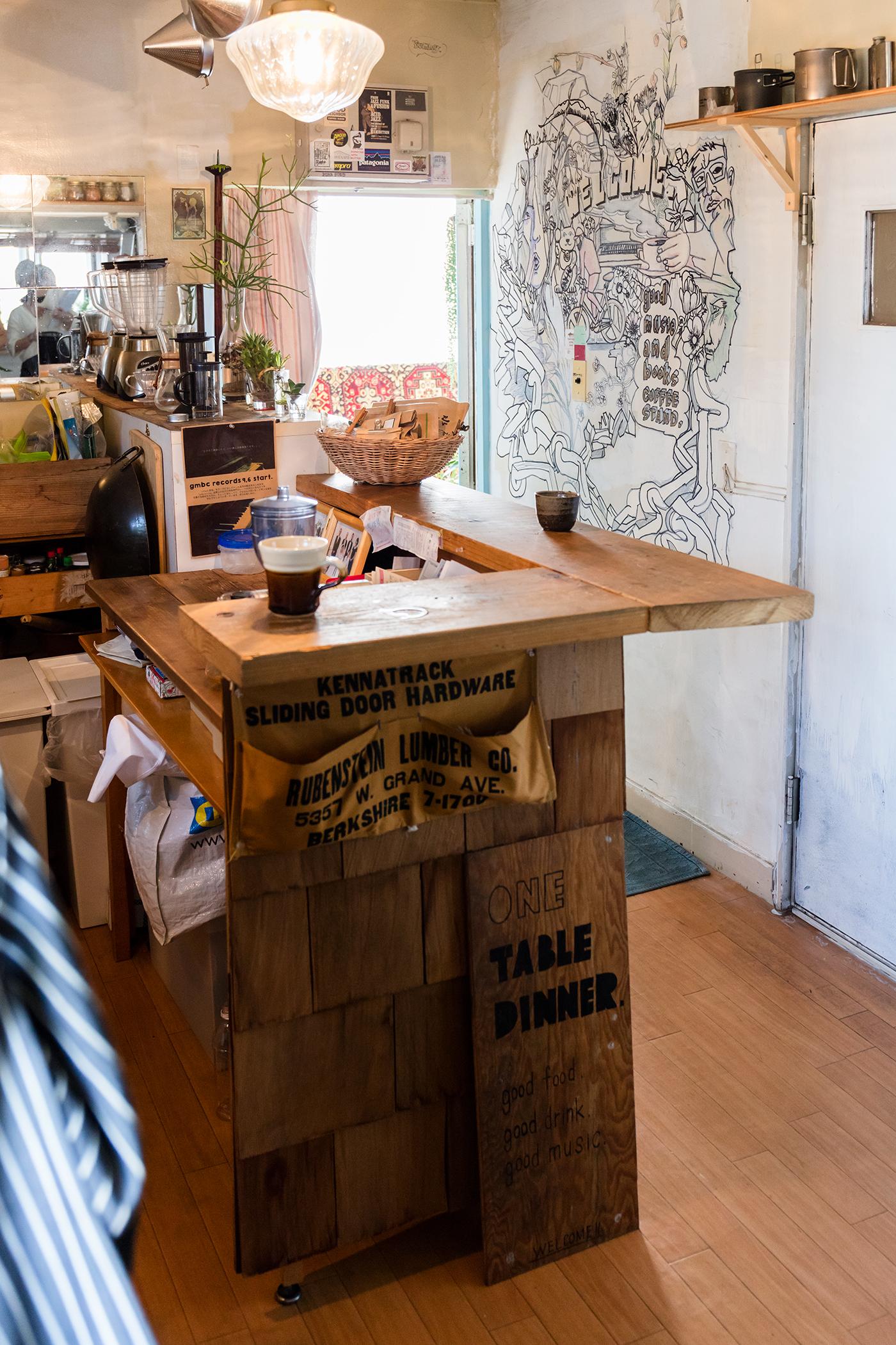 手作りカウンターをDIYしたカフェのようなキッチン