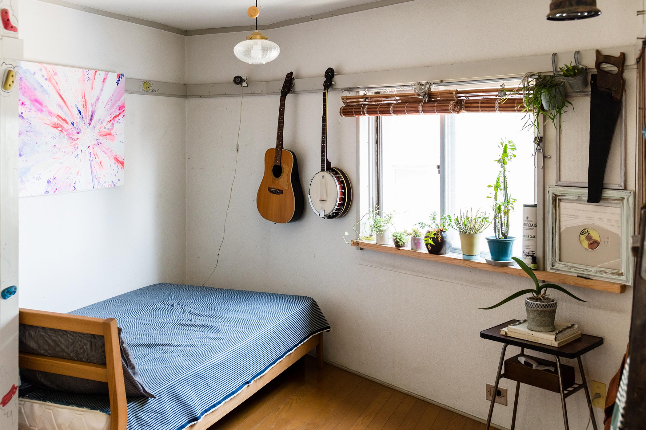 DIY自由なマンションのシンプルなベッドルーム