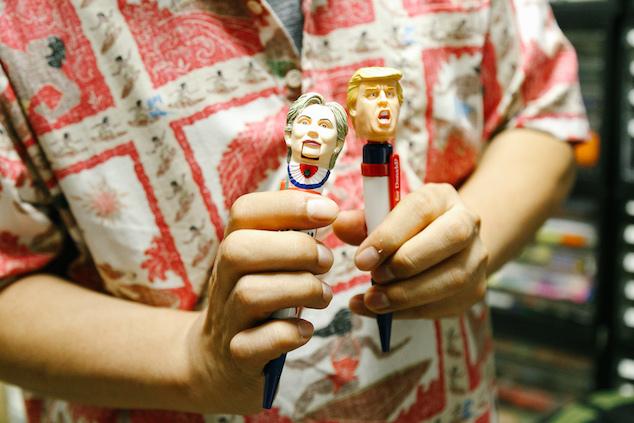 ドナルド・トランプ氏、ヒラリー・クリントン氏のトーキングボールペン