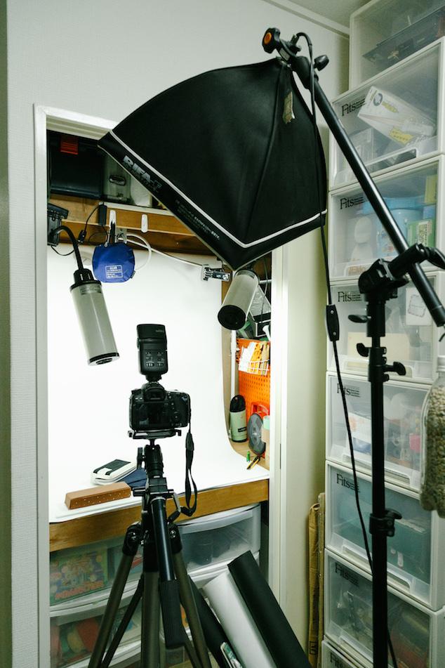 押入れを改造した、撮影用のミニスタジオ