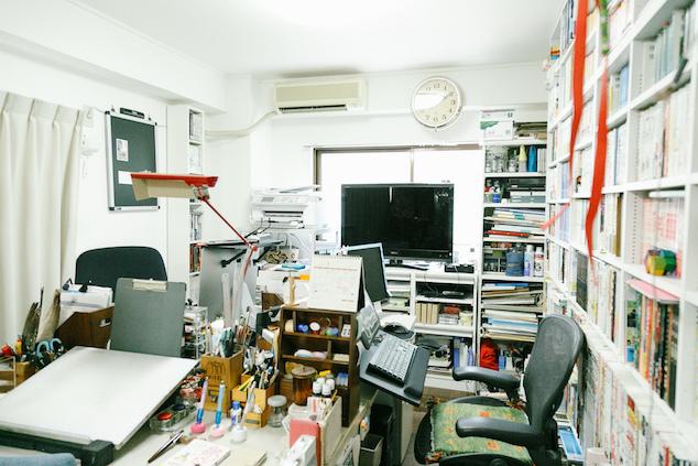 漫画家の栗原まもるさんの仕事部屋