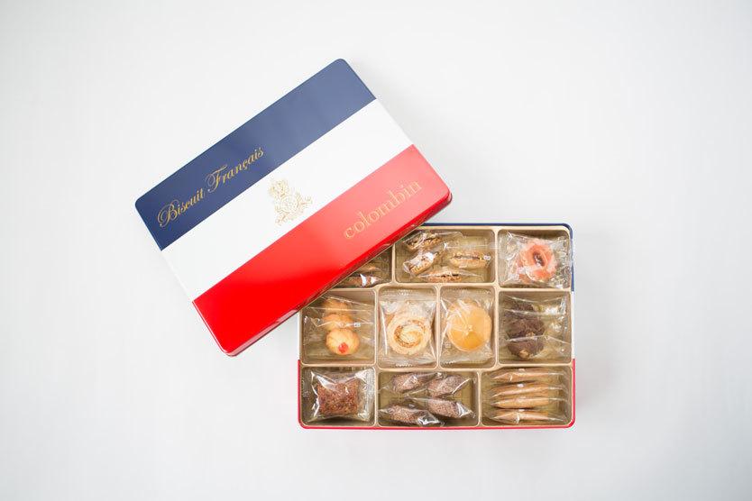 そんな「コロンバン」で昭和30年代~60年代に販売されていた人気の焼き菓子の詰め合わせを、現代風にアレンジして復刻販売したのがビスキュイ トリコロール。10種類全てが手作りで、どれもさっくり歯ごたえがよく誠実で優しい味。フランス国旗をあしらった缶もクラシカルで、少女時代にクッキー缶を宝箱にしていたことを思い出した。