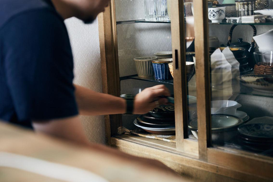 アンティークでレトロな食器棚