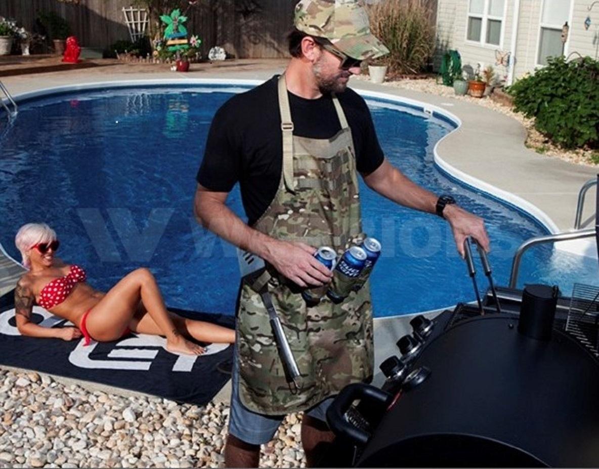 米海軍SEALs御用達ギアメーカーが作る、飲みながら料理するためのエプロン