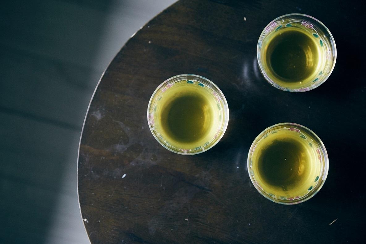 可愛いグラスの緑茶