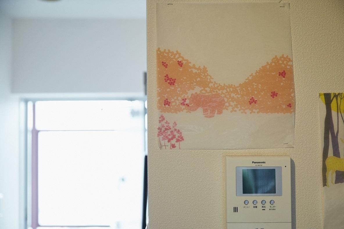 包装紙アートを壁に飾ってみる