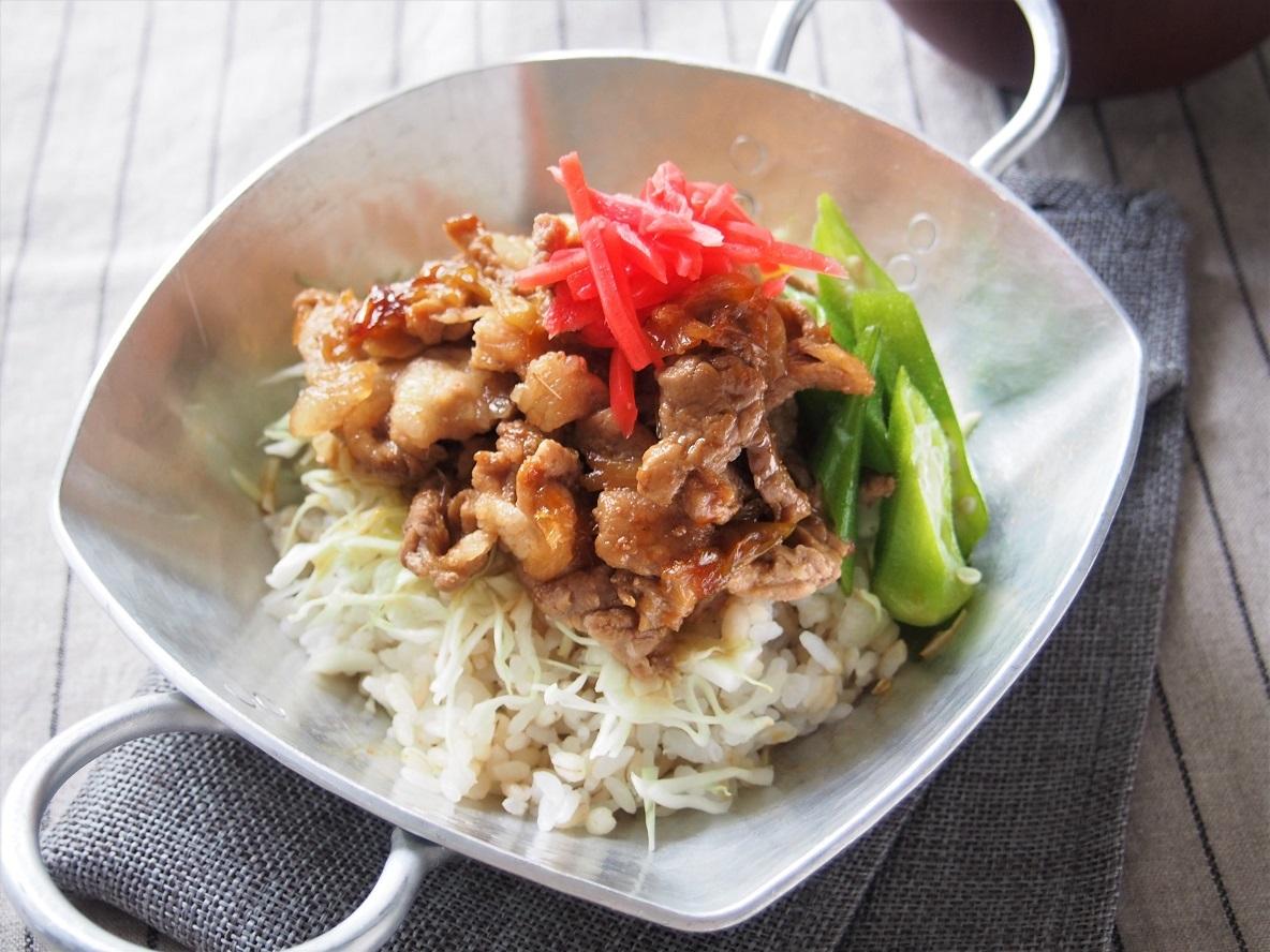 手早くフライパンでできる、シンプル簡単な「豚丼」のレシピ
