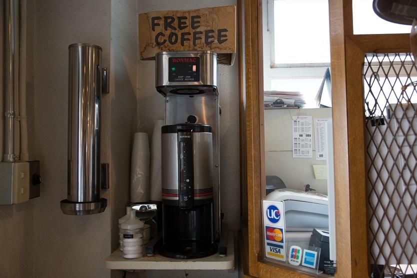 「P.F.S.PARTS CENTER」のフリーコーヒーサービス