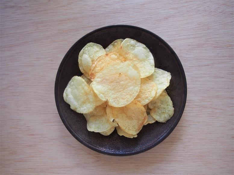 おいしいポテトチップス『KOIKEYA PRIDE POTATO 手揚食感 長崎平 釜の塩』