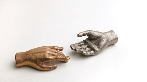 手の形のペーパーウェイト「insouウエイト」