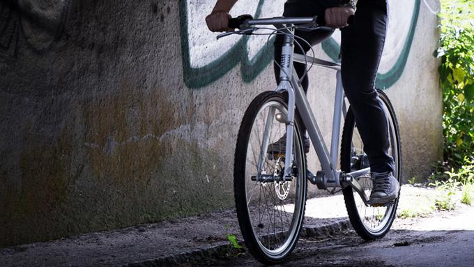 スポークにつけた磁石で発電するナイスアイデアな自転車用ライト「CIO」
