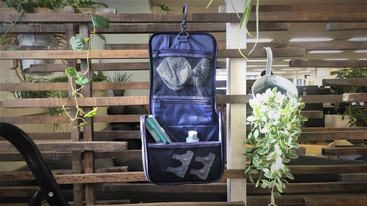 旅行時はもちろん日常使いもできる、無印良品の「吊るして使える洗面用具ケース」|マイ定番スタイル