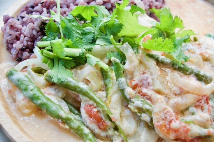 唐辛子の辛さがジワジワとクセになるブータン料理「エマダツィ」のレシピ