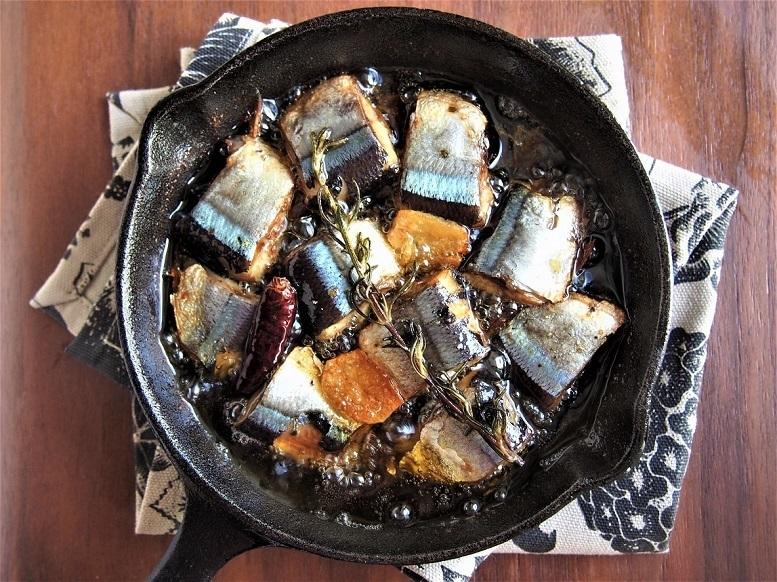 パスタソースにも。手軽に作れるおつまみ「秋刀魚のアヒージョ」